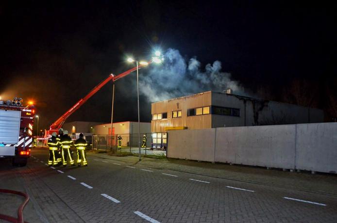 Brand in leegstaand kantoorpand in Hoogerheide onder controle.