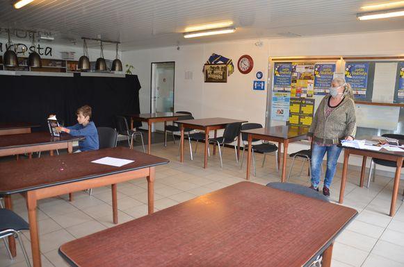 Opvang Hartencollege in kantine voetbalclub Osta Meerbeke - einde schooldag