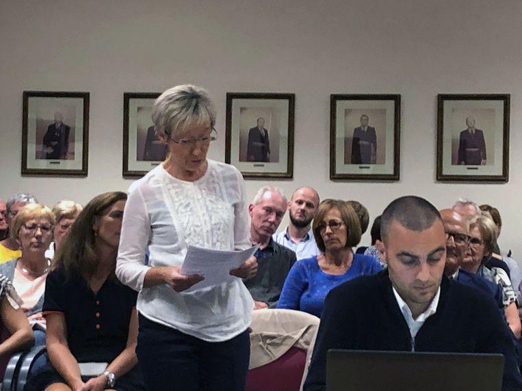 Petitiehouder Renilde Vansina tijdens de gemeenteraad van Oud-Heverlee. Foto: rv