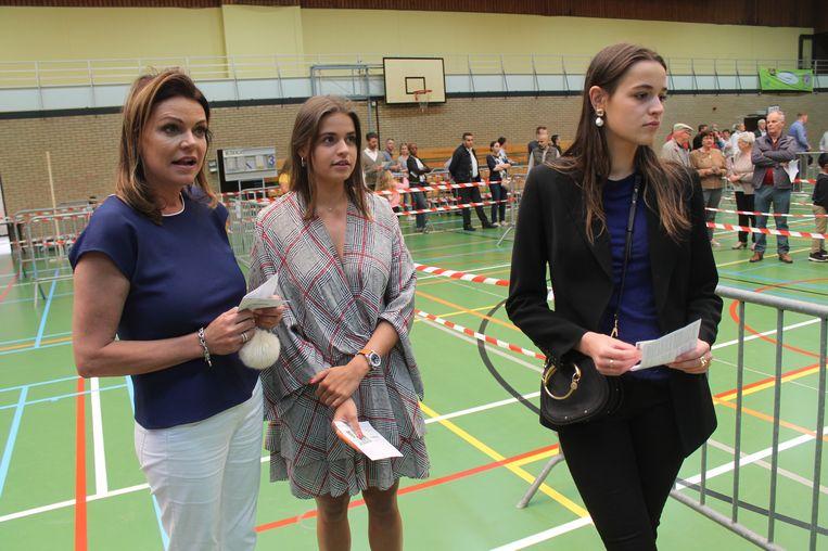Goedele Liekens bracht haar stem uit samen met dochters Merel en Céleste.