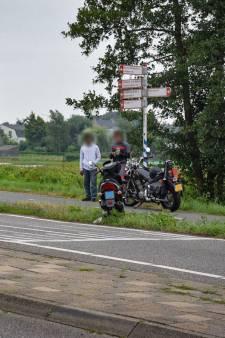 Man met spoed naar ziekenhuis na aanrijding met auto in Boskoop