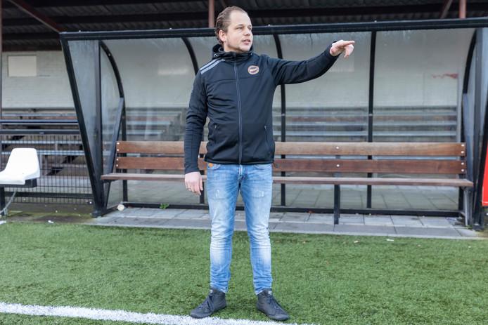 Rick Kolff wijst volgend seizoen als hoofdtrainer de selectie van Vuren de weg.