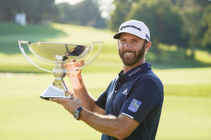 Dustin Johnson met de FedEx Cup.