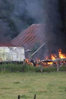 Pipowagen in vlammen op in Losser, bewoner ongedeerd