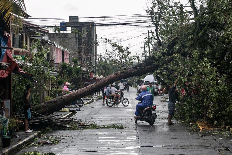 Zeker elf mensen overleden na doortocht tyfoon Kammuri op de Filipijnen.
