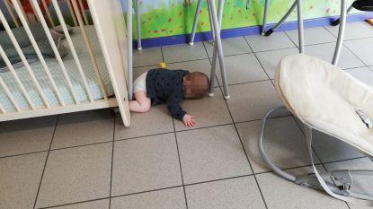 Kind valt in slaap op vloer: boze mama dient klacht in tegen crèche