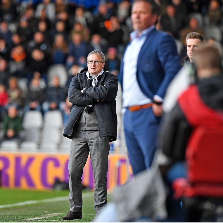 Achilles '29-trainer Eric Meijers volgt zijn spelers gespannen tijdens de wedstrijd tegen FC Dordrecht. Beeld Guus Dubbelman / de Volkskrant