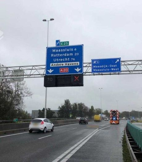 Bestuurders op A20 negeren massaal rood kruis bij afslag Maasdijk: 'Ze kunnen post thuis verwachten'