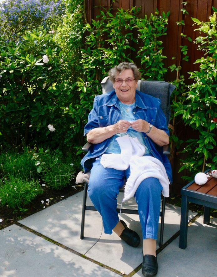 Oma Plukkebol (Marie Botermans) was opgeruimd en ondernemend.