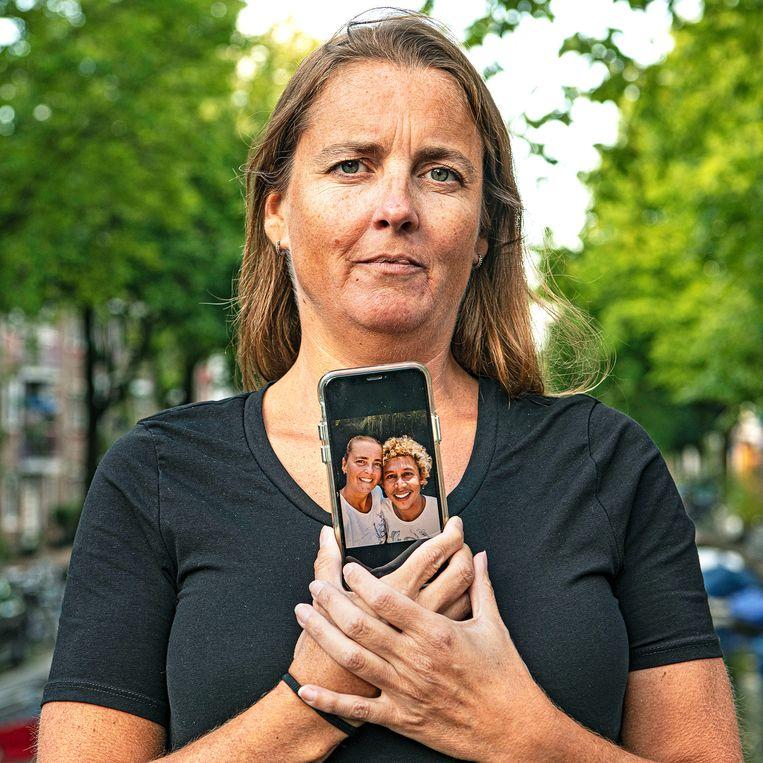 Charissa heeft een relatie met Dheni uit Indonesië.  Beeld Guus Dubbelman / de Volkskrant