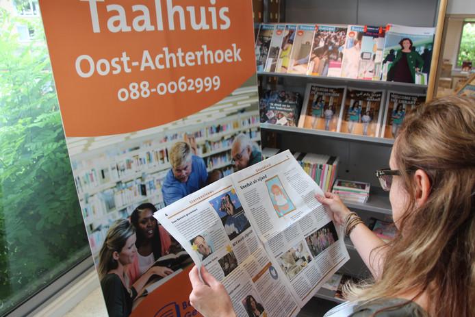 Er is een speciale Taalhuis-hoek in de bibliotheek met boeken, bladen en ander materiaal voor mensen voor wie lezen (nog) lastig is.
