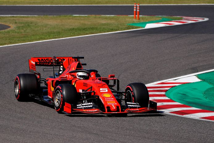 Sebastian Vettel pakt de pole positie in Japan.