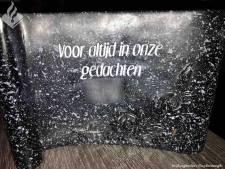 Zoetermeer geschokt door verdwaalde grafsteen: 'Schande! Hoe durven ze'
