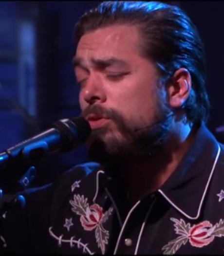 Waylon maakt indruk in Late Night: positief met zang, negatief met baard