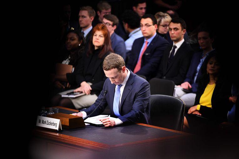 Zuckerburg getuigt over een datalek bij Facebook voor de Amerikaanse Senaat in 2018. Beeld AFP PHOTO / JIM WATSON