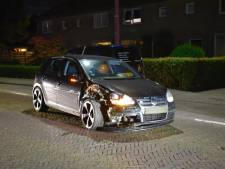 Bestuurder verliest macht over het stuur in woonwijk Vriezenveen: ramt geparkeerde auto