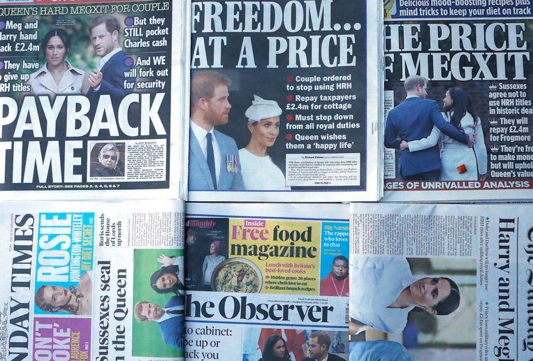 De voorpagina's van de Britse zondagkranten benadrukken dat de vrijheid van prins Harry en zijn vrouw Meghan een hoge prijs heeft. Beeld AP