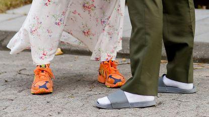 Gigi Hadid draagt sokken in sandalen, wordt de combinatie nu écht een trend?