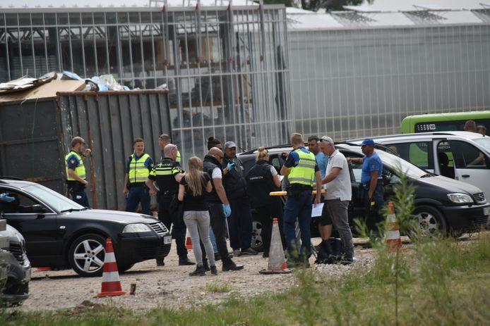 Politie, Inspectie SZW en boa's van de gemeente Zaltbommel hielden woensdag 3 juni een controle bij Dutch Berries in Zuilichem.