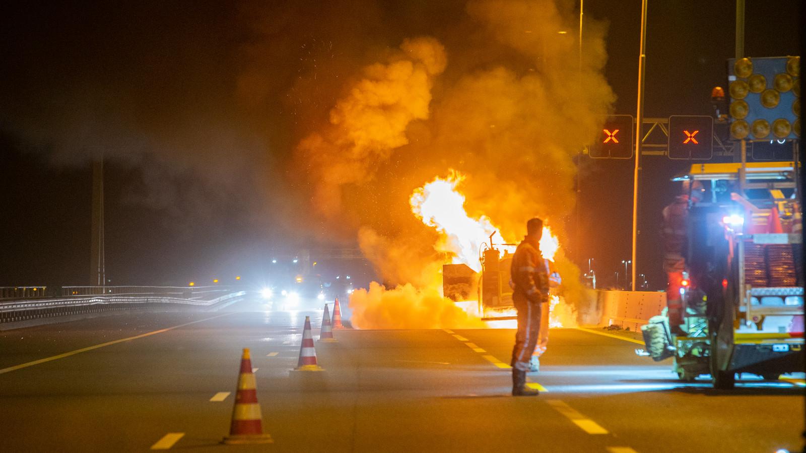 Brand tijdens werkzaamheden op A1 tussen Deventer en Twello.