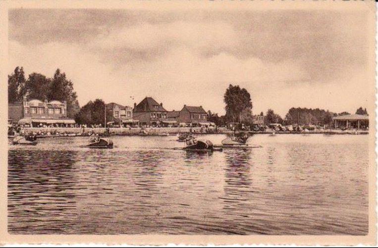 Het Donkmeer was vroeger enkel omgeven door huizen.