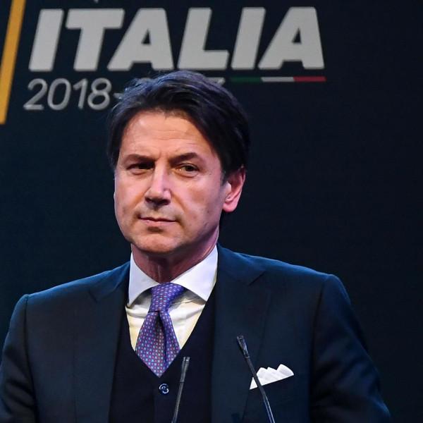Wie is de compromispremier van de Italiaanse populistische regering?