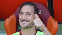 Francesco Totti is begonnen met trainerscursus - Arsenal zeker drie weken zonder Welbeck - Braziliaan zet carrière stop omwille van depressie