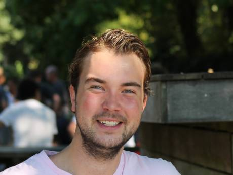 Hockeyer Michiel scoort nét niet doelpunt van het jaar en loopt bed van 2500 euro mis: 'Zuur, maar ik lig nu ook prima'