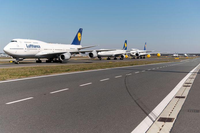 Op het vliegveld in Frankfurt is een landingsbaan opgeofferd om vliegtuigen te kunnen parkeren
