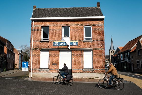 Zandhoven in lockdown vanwege de coronamaatregelen. Cafe Ciné Rex.