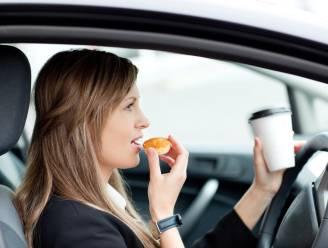 Waarom je maar beter thuis ontbijt (en niet in de auto of op het werk)