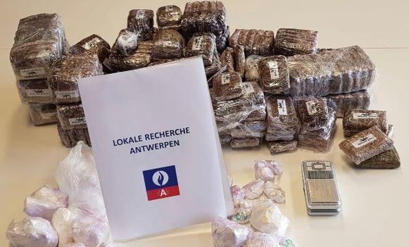 Bij de verdachten werd 20 kg hasj en een kg cocaïne aangetroffen.