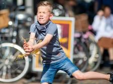 Paastraditie: ei maakt vlucht van 30 meter in binnenstad Apeldoorn