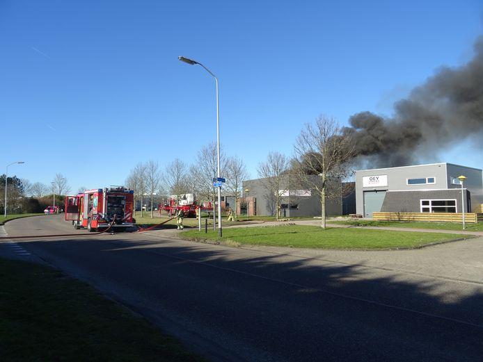 Er heeft een grote brand gewoed in een bruidsmodezaak in Lelystad.