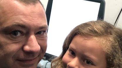 Burgemeester Reekmans maakt selfie met dochtertje  in stemhokje