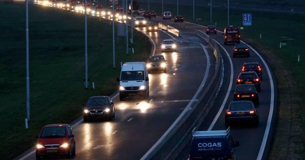 Halfuur vertraging op N50 door ongeluk bij Kampen.