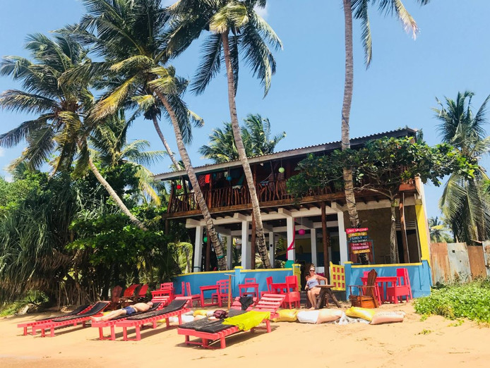 Het hotel dat Gina en haar man in een dronken bui kochten in Sri Lanka.