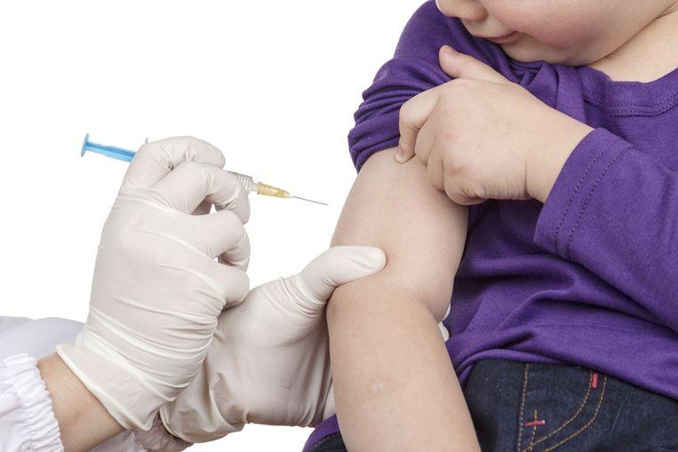 De meeste kinderen zijn ingeënt tegen kinkhoest. Toch lopen ook mensen die zijn gevaccineerd kans de ziekte te krijgen. Beeld thinkstock
