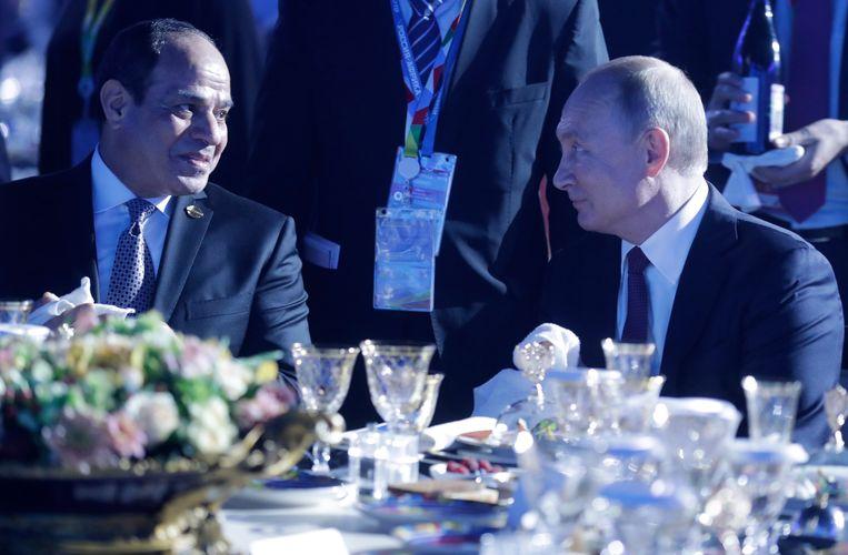 Russische president Poetin met zijn Egyptische collega Abdel Fattah el-Sisi tijdens de Rusland-Afrika top in Sotsji. Beeld EPA
