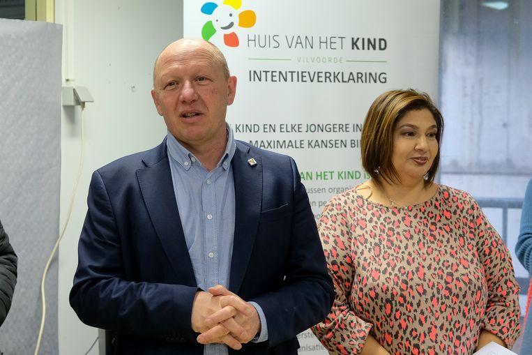 peuterspeelpunten in Vilvoorde: Burgemeester Hans Bonte (sp.a) met schepen Fatima Lamarti (sp.a)