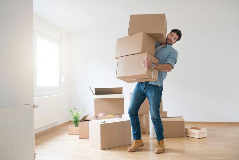Begin twee weken voor je verhuis al met inpakken. Maar wacht tot op het laatste moment met het inpakken van je poetsproducten.