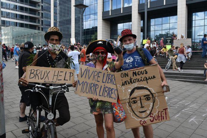 Enkele deelnemers van de betoging van Viruswaanzin in Brussel.
