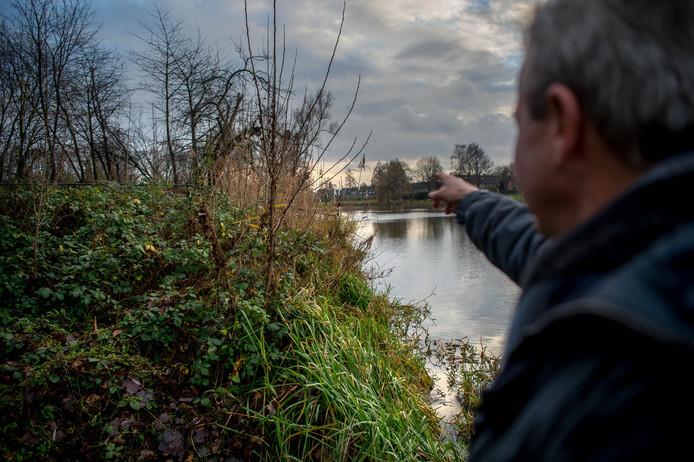 Martijn Verharen van Kernachtig Wijchen op de plek waar het veelbesproken struinpad zou beginnen.
