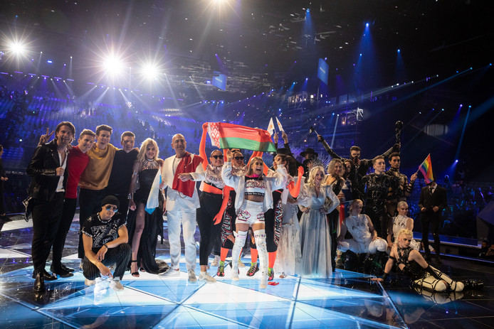 Deelnemers van de tien landen die na de eerste halve finale door mogen naar de finale aanstaande zaterdag.