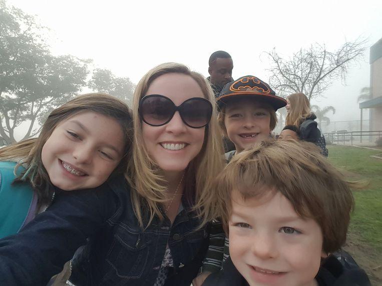Amy Throckmorton met haar drie kinderen.