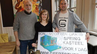 17.500ste lid Facebookgroep 'Ge zijt van Kapellen als...' gefeliciteerd met cadeautjes