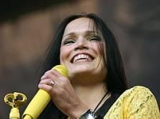 Headbangen voor het altaar: metalzangeres Tarja geeft show in Paterskerk Eindhoven