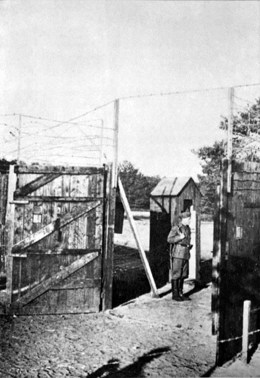 Kamp Erica waar Herbertus Bikker bewaker was. FOTO UIT BOEK DR L. DE JONG