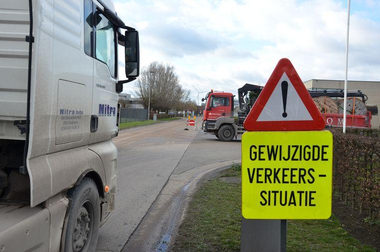 De stad voerde in enkele straten van industriezone E17/3 eenrichtingsverkeer in om de circulatie te bevorderen.