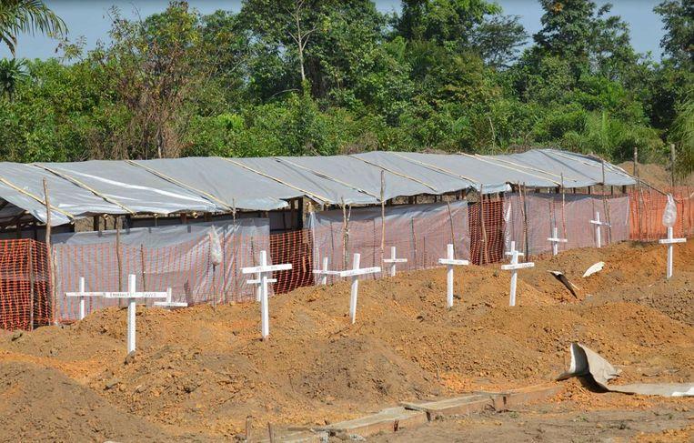 Een begraafplaats met ebola-slachtoffers in Monrovia, de hoofdstad van Liberia. Beeld afp